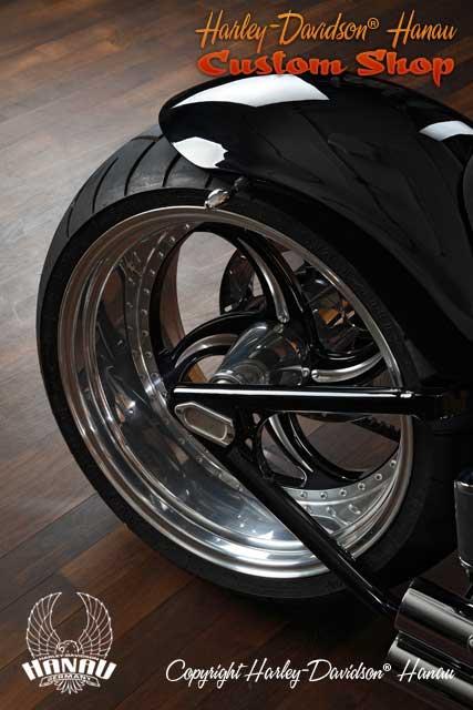 Softail Umbau Black Venom 280 Custombike vom Customshop Harley-Davidson Hanau