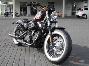 Sportster Forty-Eight Umbau Cherry Bomb 48 Custombike Umbau von Harley-Davidson Hanau